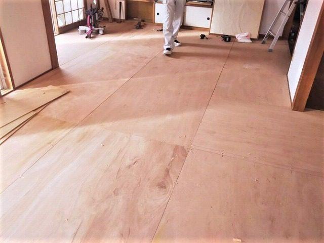 【3】床骨組み、床ベニヤ張り