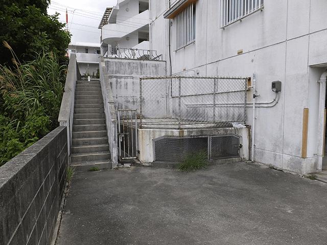 外壁塗装 ビフォーアフター〈階段〉 Before写真