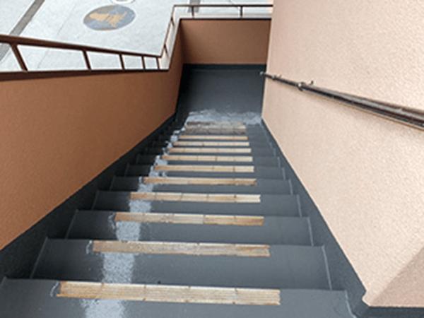 外壁塗装リフォーム ビフォーアフター〈階段〉 After写真