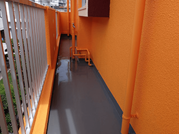 外壁塗装 ビフォーアフター〈通路〉 After写真