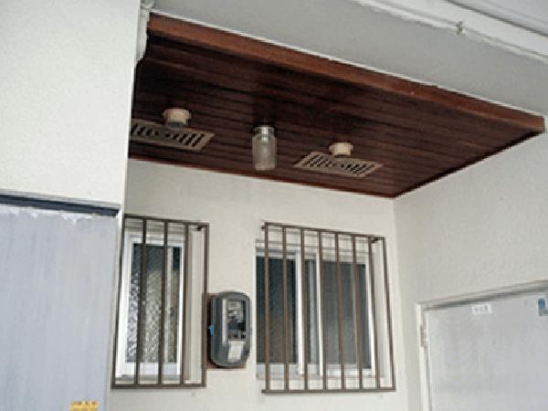 外壁塗装リフォーム ビフォーアフター〈軒裏〉 Before写真