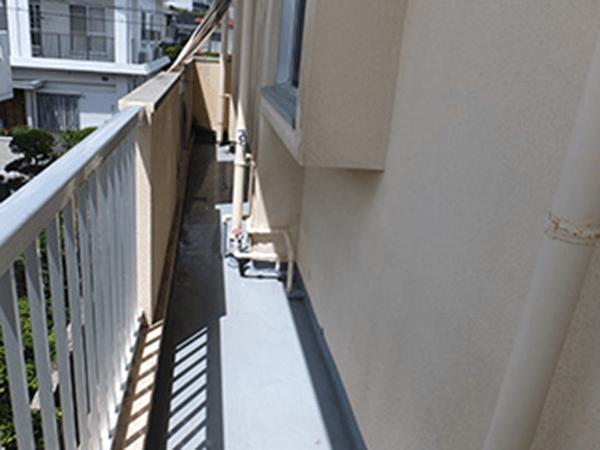 外壁塗装 ビフォーアフター〈通路〉 Before写真