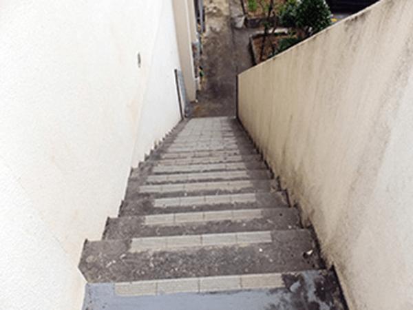 外壁塗装リフォーム ビフォーアフター〈階段〉 Before写真
