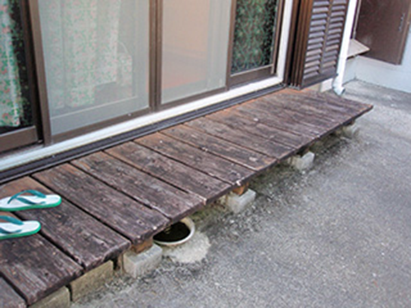 外壁塗装 ビフォーアフター〈濡縁〉 Before写真