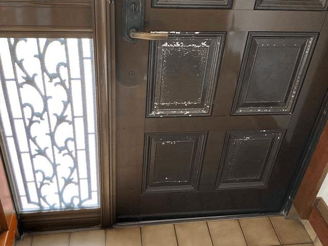 【4】玄関ドアリフォーム ビフォーアフター 内側下 Before写真