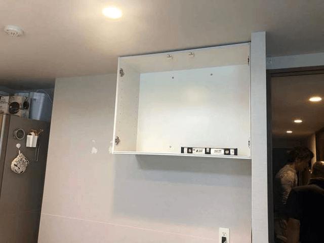 【4】キッチン吊り棚取り付け