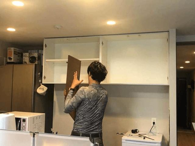 【4】キッチン吊り棚扉取り付け