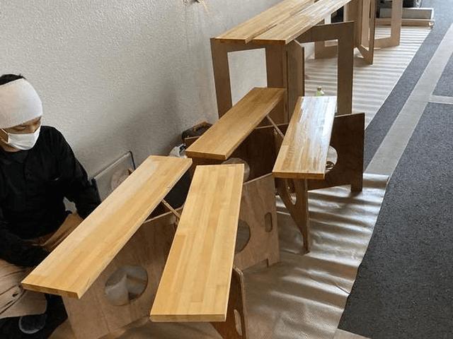 【1】ニス塗装作業